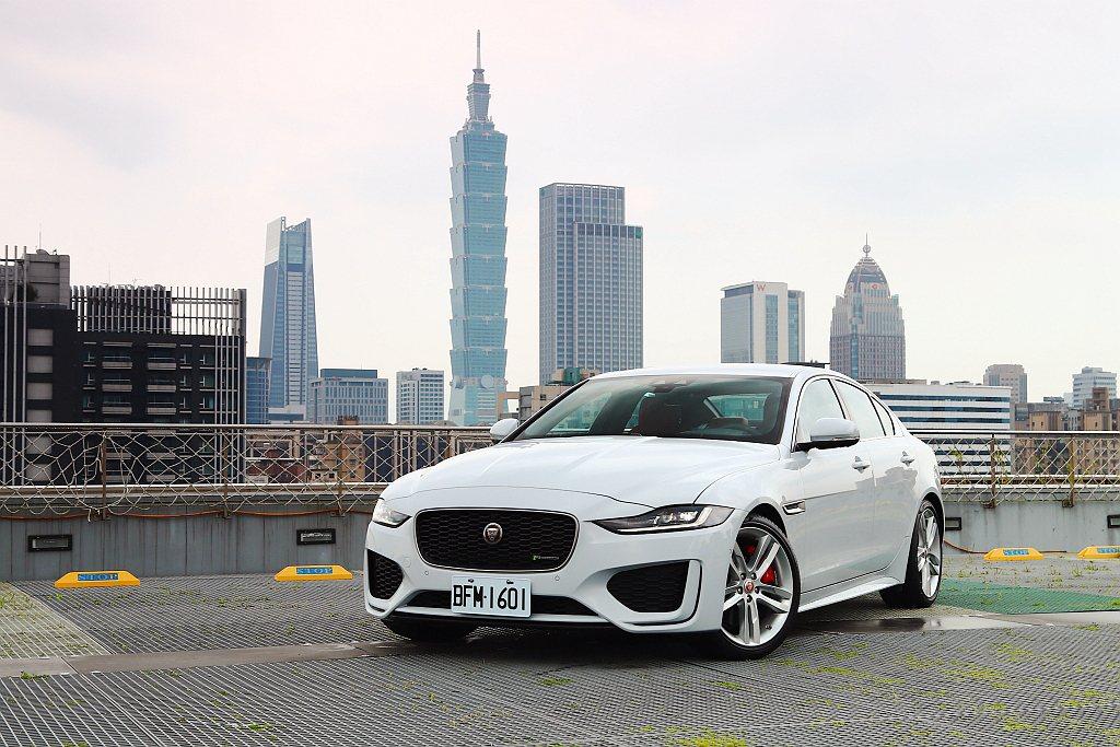 去年底台北國際新車大展前夕Jaguar Taiwan宣布導入小改款XE,針對內裝...