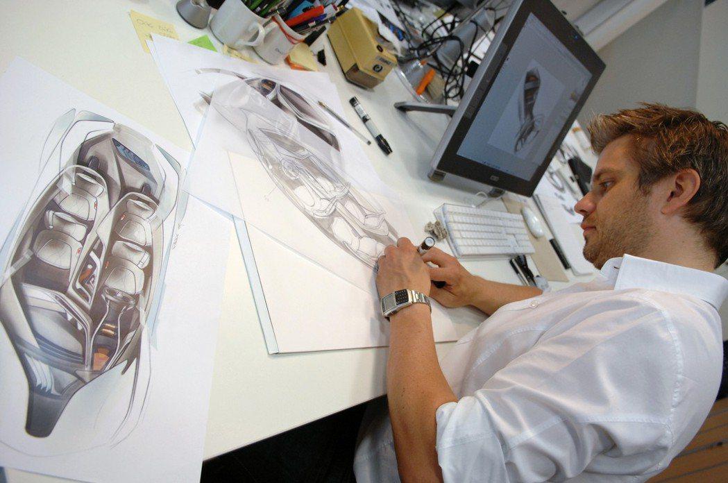前BMW內裝設計師、現任Kia汽車車室設計副總裁Jochen Paesen。 摘...