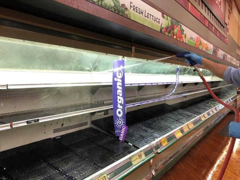 超市不得不將食品全部丟棄,進行消毒。圖/Gerrity's Supermarket