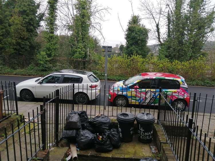 英國一名男子因居家隔離、停車證過期,慘遭開罰。圖/Kent Online