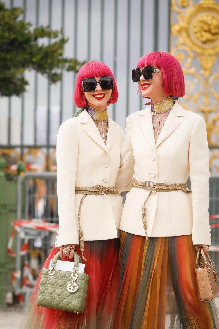 日本網紅鈴木姐妹演繹30 Montaigne太陽眼鏡。圖/DIOR提供