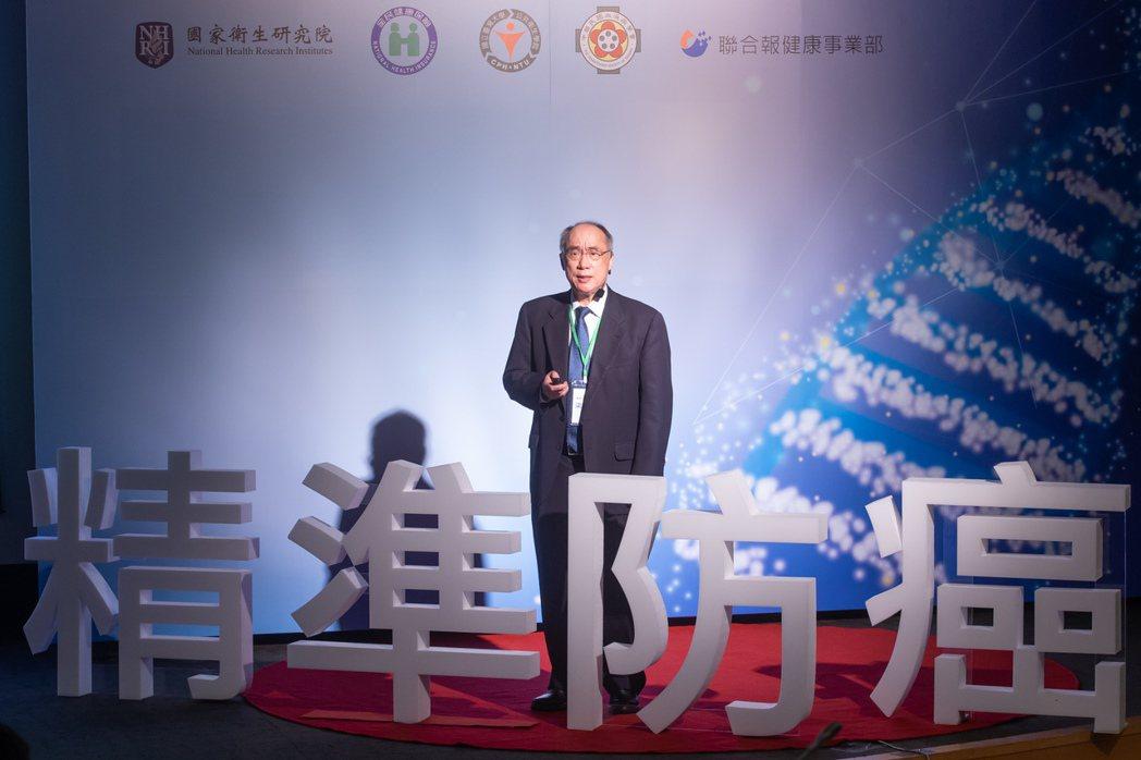 國衛院院長梁賡義上午出席「2020精準防癌高峰數位論壇」,以「建構精準健康照護體...