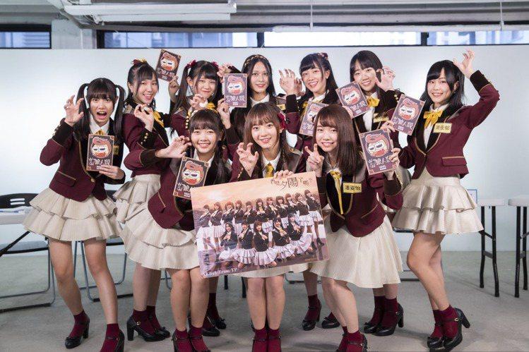 疫情攪局!女團「AKB48 Team TP」配合中央指令,原定4、5月舉辦的生日會、演唱會共7場活動全喊卡,握手會則延期至6月底。雖然無法和粉絲面對面互動,但她們近來入主「WOW狼人殺」網路節目,並...