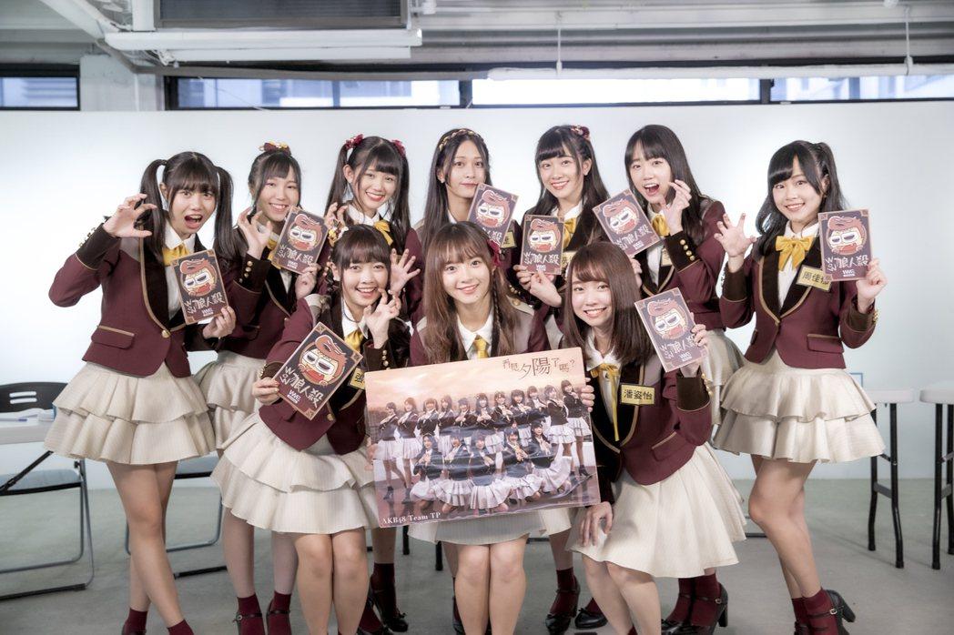 「AKB48 Team TP」成員張羽翎(前排左起)、陳詩雅、潘姿怡與蔡亞恩(後...