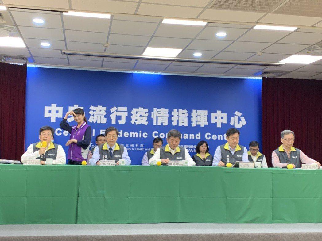 中央流行疫情指揮中心今(28)日公布國內新增16例新冠肺炎病例,包括2例本土及1...