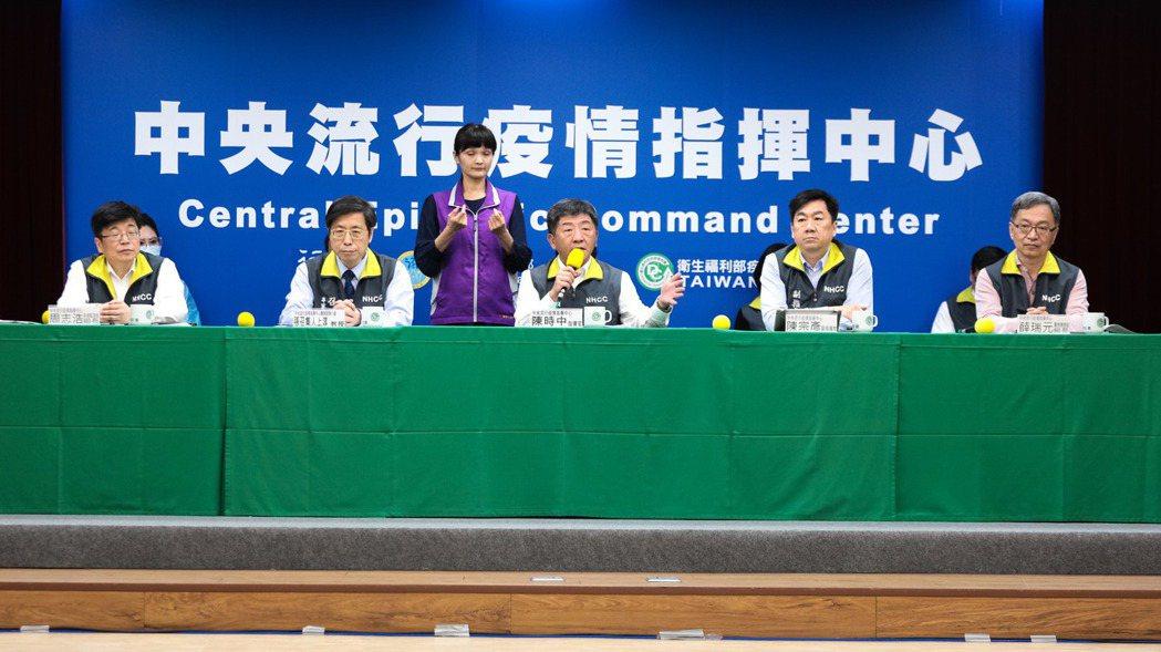中心指揮官陳時中說,較憂心個案是一名50多歲男性(案268),無出國史,早在2月...