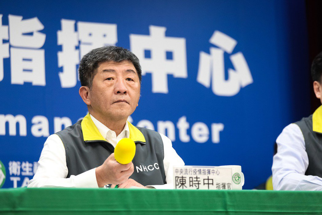 中央流行疫情指揮中心指揮官陳時中表示,自己單位跳出來講,對疫情控制是否有影響或是...