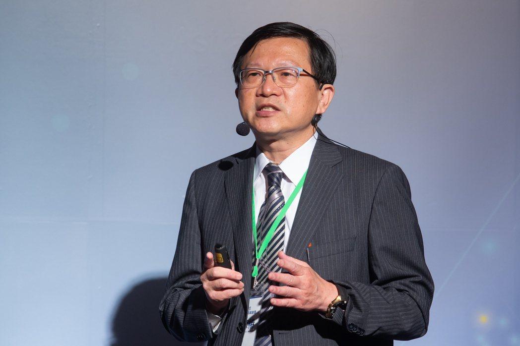 中國醫藥大學附設醫院內科部副主任兼肺癌團隊召集人夏德椿。 記者季相儒/攝影