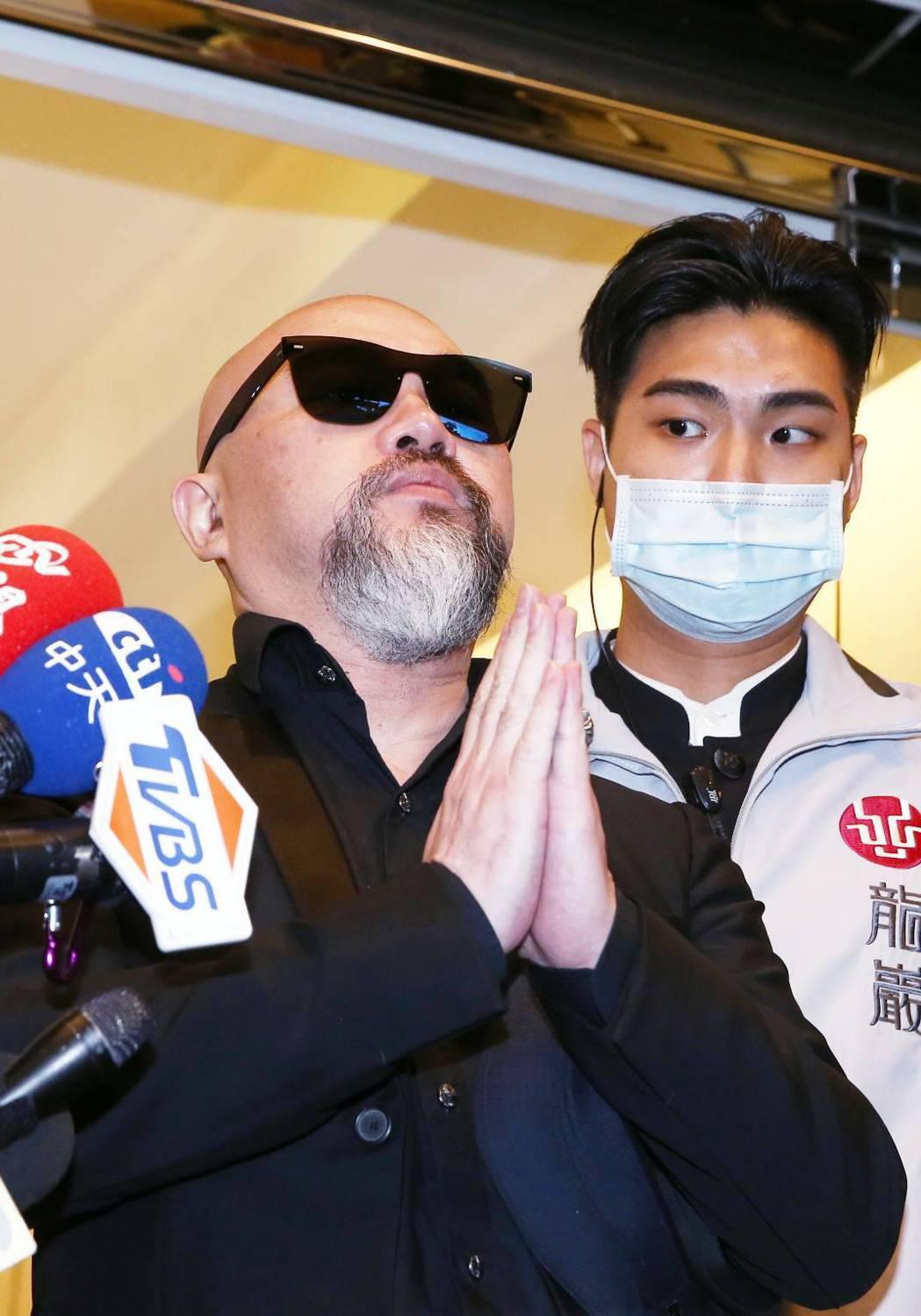 辛龍雙手合十對媒體說「謝謝」。記者曾原信/攝影