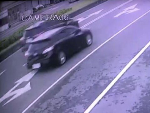 宜蘭縣五結鄉濱海公路今天發生轎車撞路邊貨車,造成2死1命危悲劇,警方調查發現,轎...