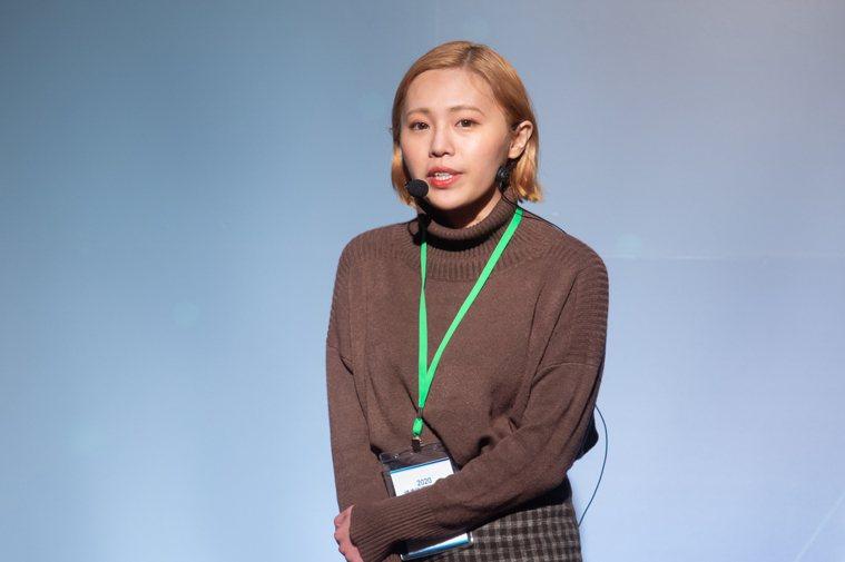 「我們都有病」粉絲團共同創辦人謝采倪,26歲罹患淋巴癌第三期,今以年輕癌友身分在...
