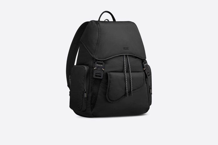 DIOR Saddle黑色尼龍後背包,售價80,000元。圖/DIOR 提供