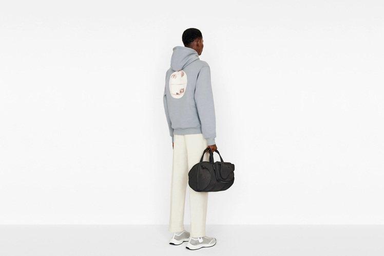 DIOR Saddle黑色尼龍馬鞍旅行袋,售價96,000元。圖/DIOR 提供