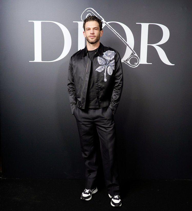 法國演員阿諾瓦盧瓦(Arnaud Valois)穿著DIOR B25運動鞋。圖/...