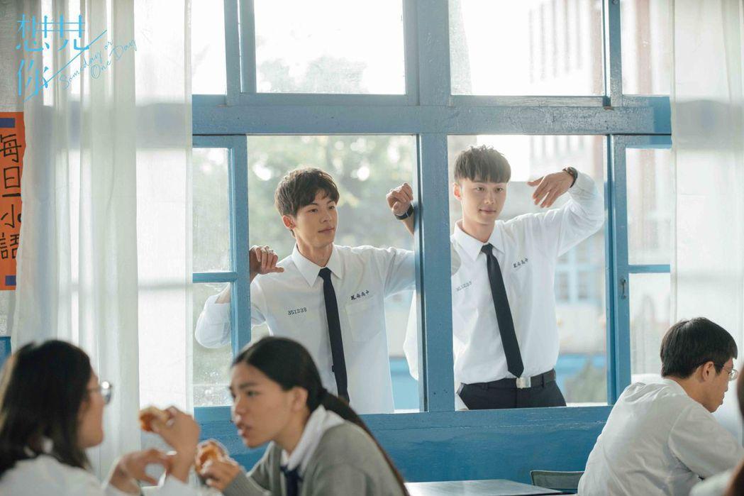 許光漢(左)、施柏宇在「想見你」戲中是高中好友,幾乎形影不離。圖/中天娛樂台提供