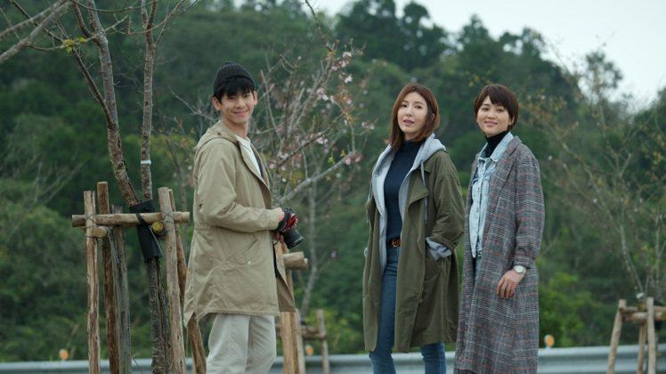 林柏宏(左起)、楊謹華、瑭霏在「鏡子森林」大結局集合。圖/公視提供