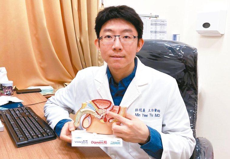 衛福部基隆醫院泌尿科醫師杜明義指60歲以上男性約五成有攝護腺肥大問題,如果嚴重到...