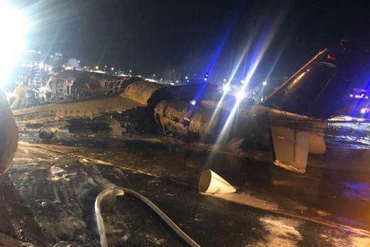 菲律賓衛生部包機墜毀 機上8人全罹難