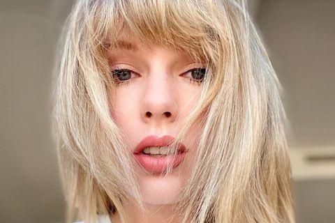 喜愛美國人氣女歌手泰勒絲(Taylor Swift)14年的粉絲雅各布松,因武漢肺炎失業,在社群媒體發文訴苦,竟收到泰勒絲3000美元(約新台幣9萬元)匯款,讓她又驚又喜。「內幕」(Insider)...