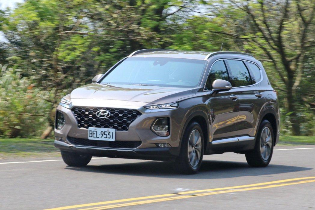 Hyundai Santa Fe的操控平穩舒適又不失樂趣。 記者陳威任/攝影