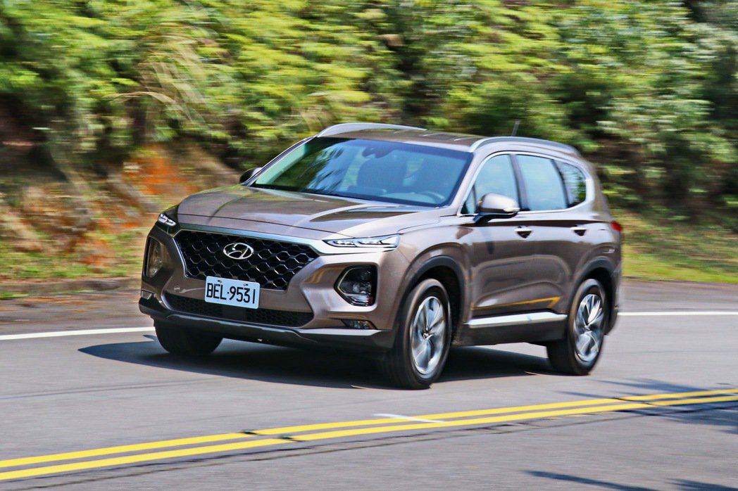 Hyundai Santa Fe柴油旗艦版的車體剛性提升後,在山路激烈操駕可以感...