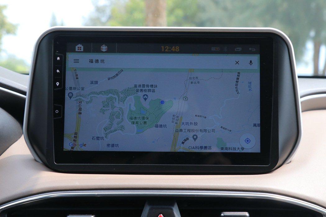 10吋中文化觸控式聯網影音主機,聯網後可提供Google Maps功能。 記者陳...