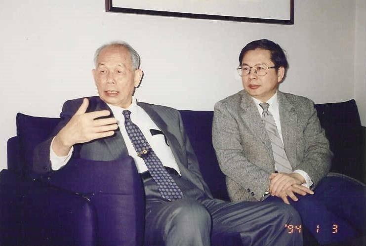 已故台大醫學院內科教授宋瑞樓(左)是許金川(右)追隨的典範,包括謙虛為懷的態度。...
