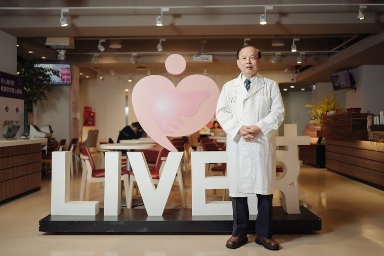肝基會至今已幫超過60萬民眾做肝臟篩檢,許金川號召更多醫師與志工投入。 圖/取自...