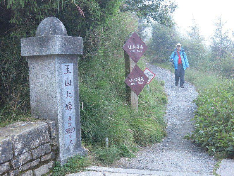 專家指出,登山時宜緩慢爬升,飲食盡量以低脂為原則、避免食用會產氣的食物,且避免吸菸或飲酒。本報資料照片