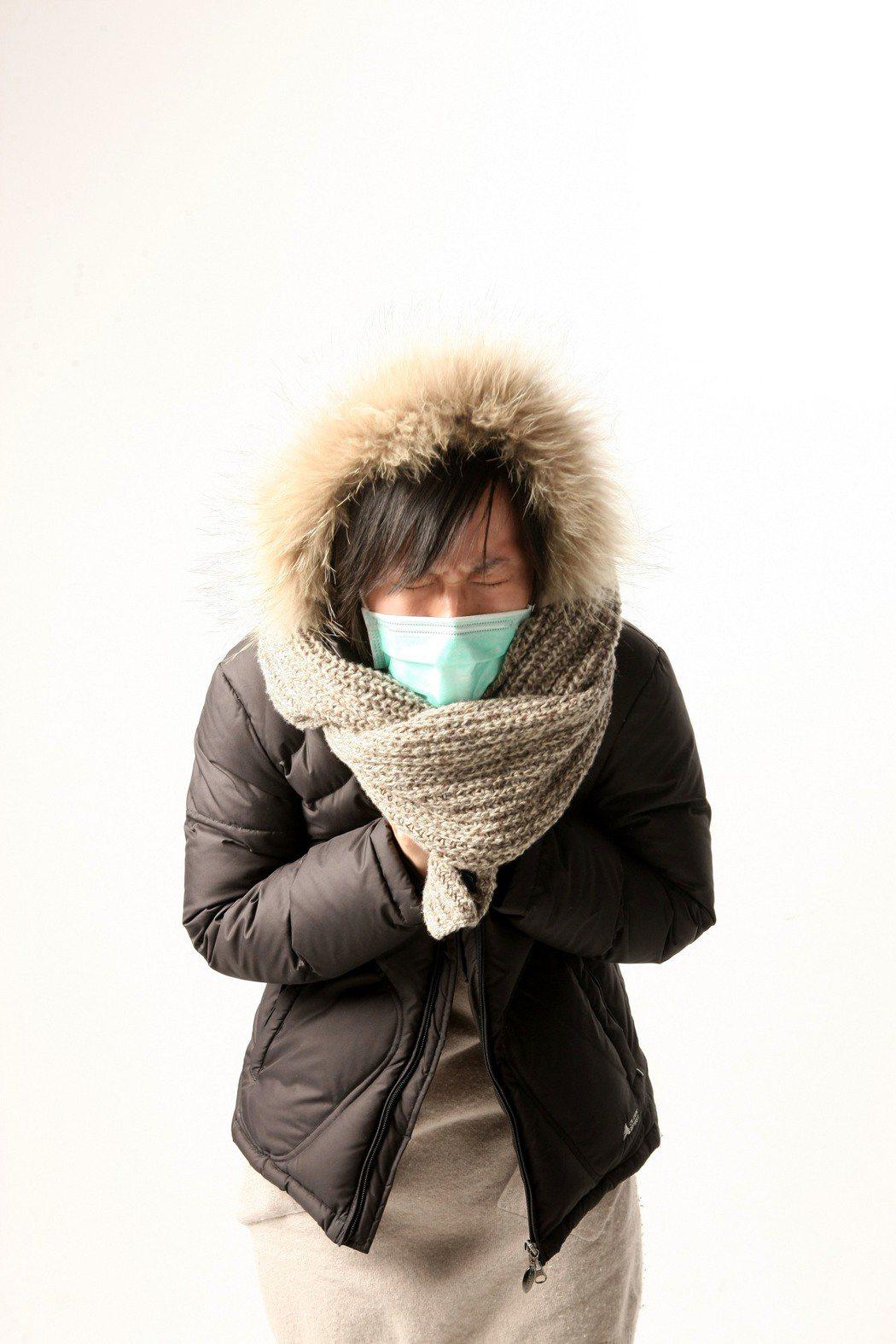 醫師指出,諾羅病毒感染人體後通常會潛伏一到兩天,發病時,多數感染者先吐後拉,可能...
