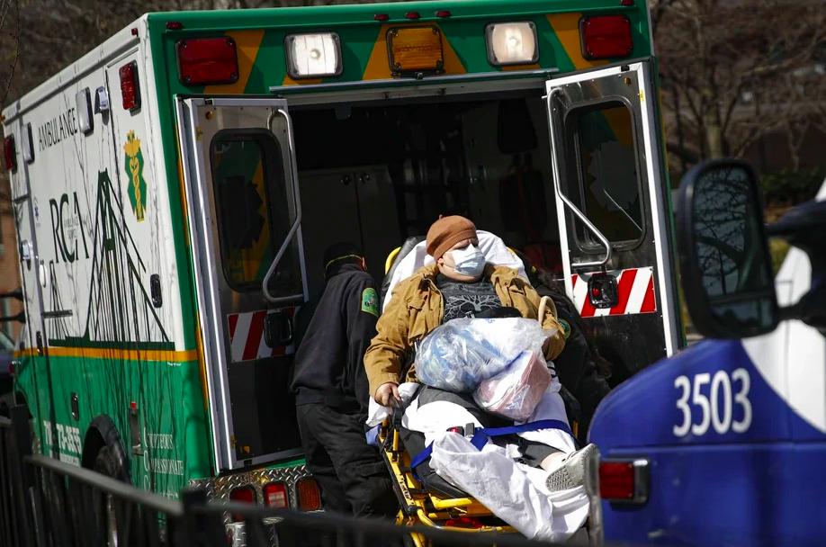 美國新冠病毒疫情爆發,紐約市911緊急醫療體系面臨沉重壓力。美聯社
