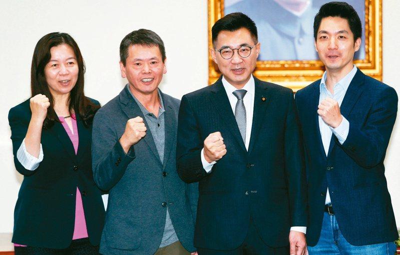 國民黨新主席江啟臣(左三)上任,黨內青壯派主導的人事調整引發震盪,資深藍委批評是「小圈圈」、「幫派化」,黨內矛盾持續擴大。圖/聯合報系資料照片