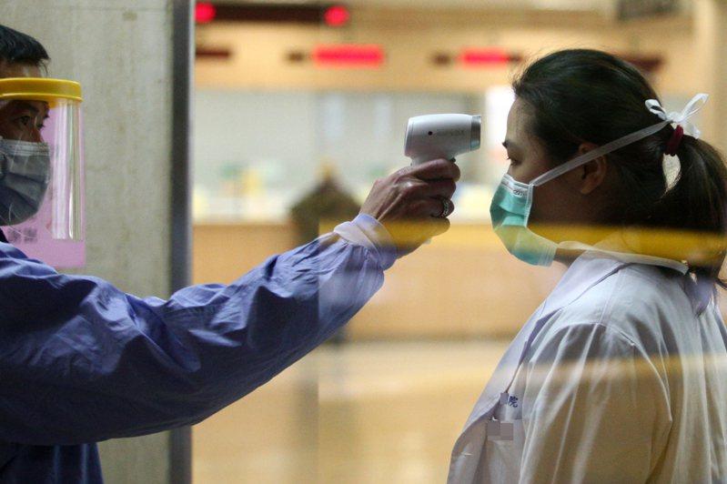 2019冠狀病毒疾病在中國累積8萬多例確診,消耗龐大醫療資源。本報資料照片