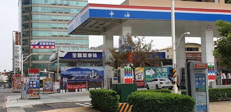 中油、台塑汽油明天再降價,92、95都會看見1字頭。記者鄭國樑/攝影