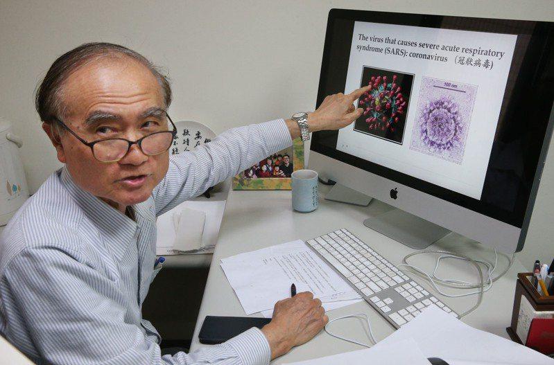 中研院士賴明詔說,冠狀病毒是透過表面凸起的棘蛋白,和細胞結合造成感染,新冠病毒繁殖力、傳播力都強,就像是打開人體細胞的「萬能鑰匙」。記者林俊良/攝影