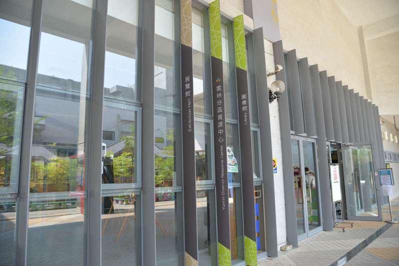 雲林縣政府文化觀光處圖書館即日起至4月13日暫停提供館內閱讀服務,僅供借、還書,展覽館則採容留人數限制,同時段入館不得超過50人。圖/雲林縣府提供
