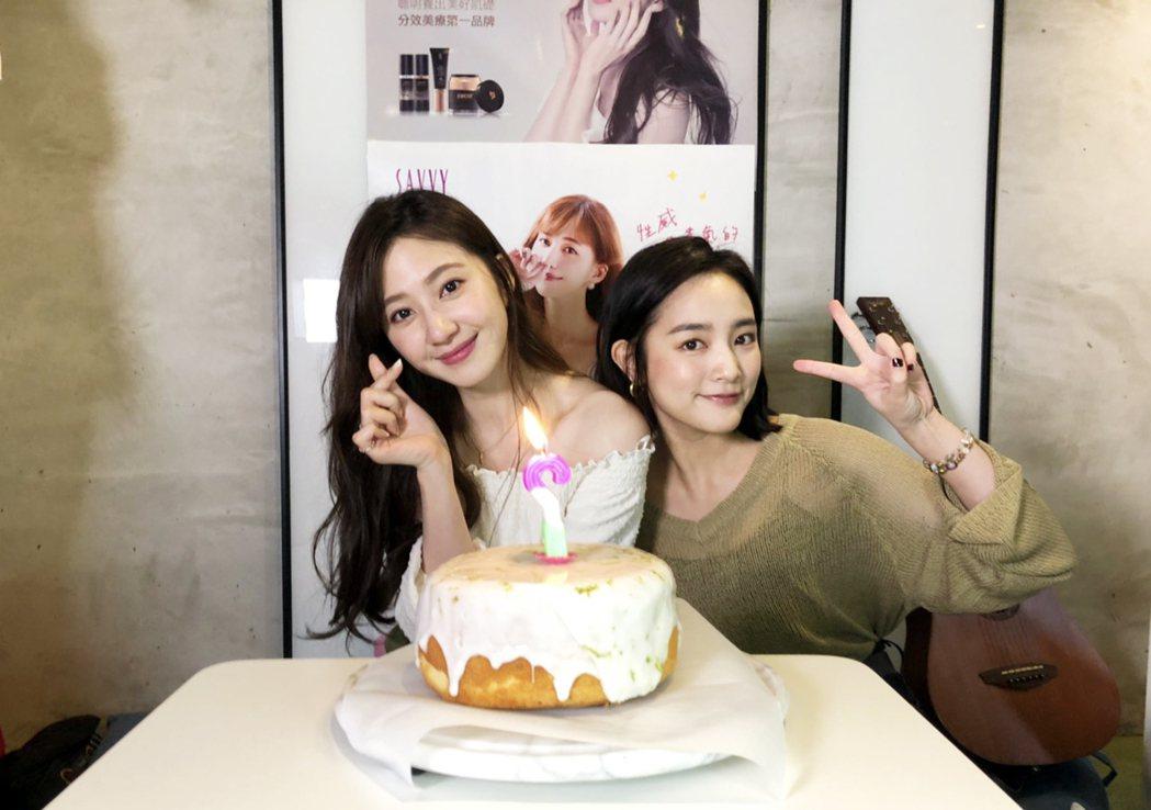 謝翔雅(左)辦線上生日會,王淨驚喜現身。圖/艾迪昇提供