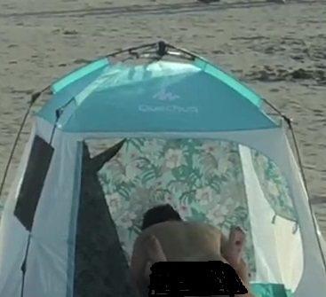 台南市安平區漁光島,有對男女在帳篷內嘿咻。圖/轉自網路照片