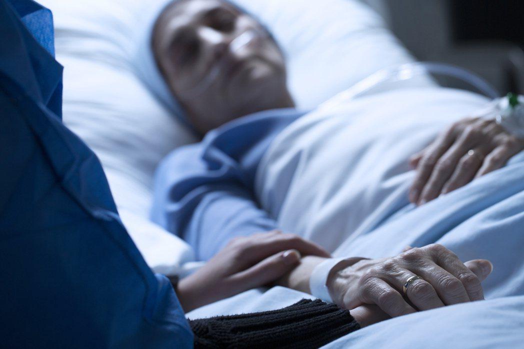 醫師指出,免疫藥物的評估要看病人免疫功能回復狀況。 圖╱123RF