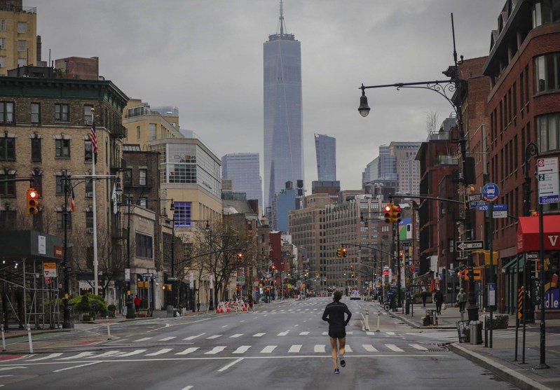 紐約市已下令民眾居家避疫,街上非常冷清。 美聯社