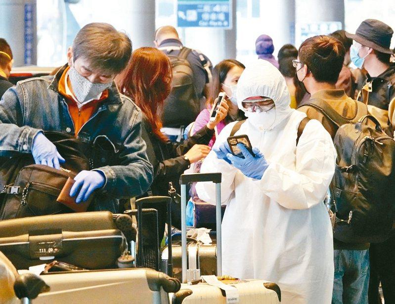 新冠肺炎疫情肆虐全球,防護衣也成防疫重要戰略物資。 圖/聯合報系資料照片