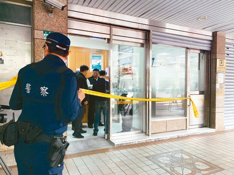 歹徒行搶中山區北安路銀行,警方迅速趕到現場。 記者蕭雅娟/攝影