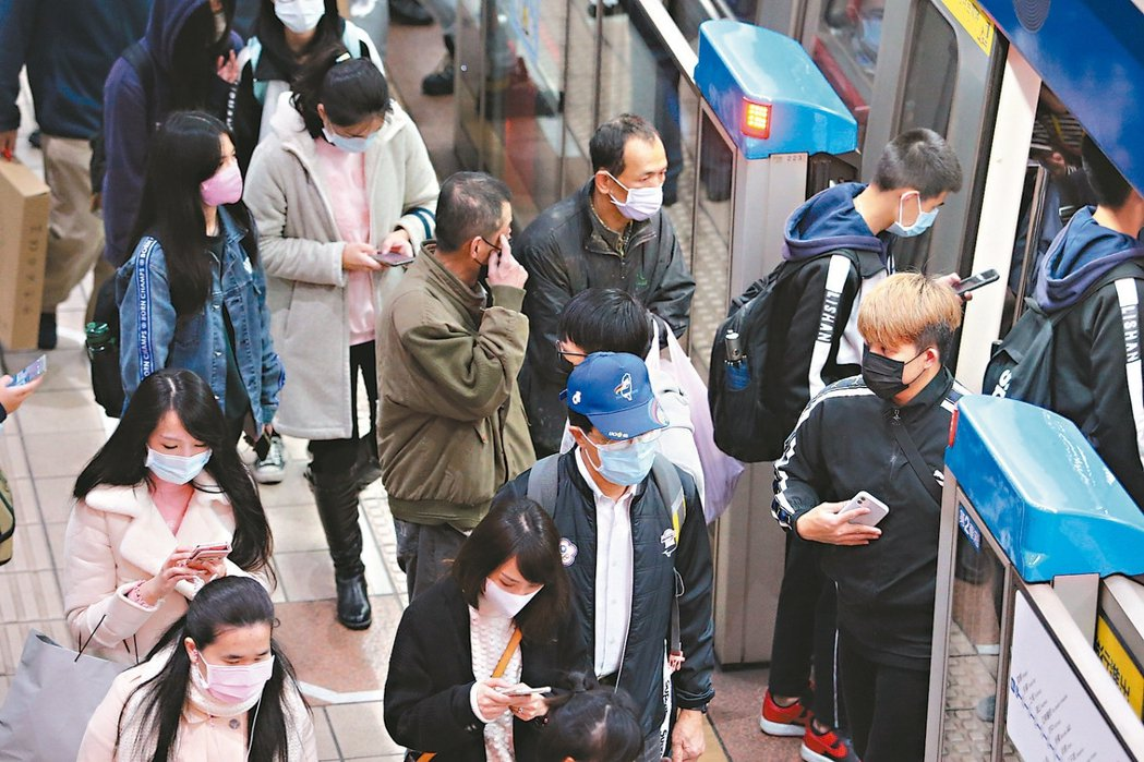 新冠肺炎的境外移入的旅行團確診案例呈現「暴增」的狀態! 記者胡經周/攝影