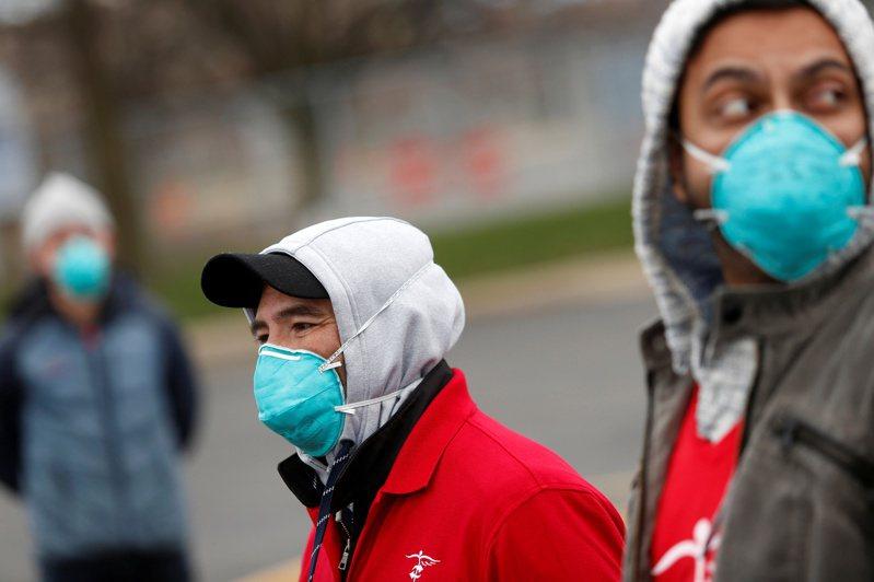 美國伊利諾州疫情確診案例剛破4500例,包括65例病故,但單是今天通報的新增確診就暴增1000例。圖/路透社