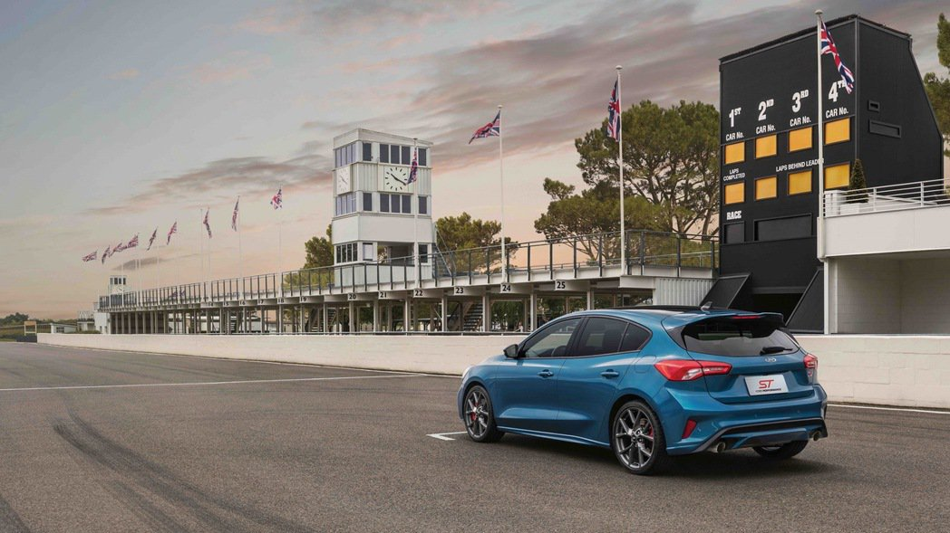 Ford Focus ST以C2高剛性底盤搭載賽道級懸吊系統,並結合首度運用於F...