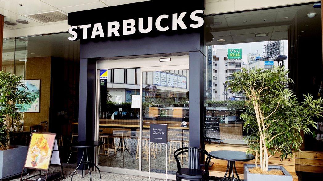 圖為東京品川區的星巴克,連鎖企業現在也進行大規模休業。 圖/陳威臣攝影提供