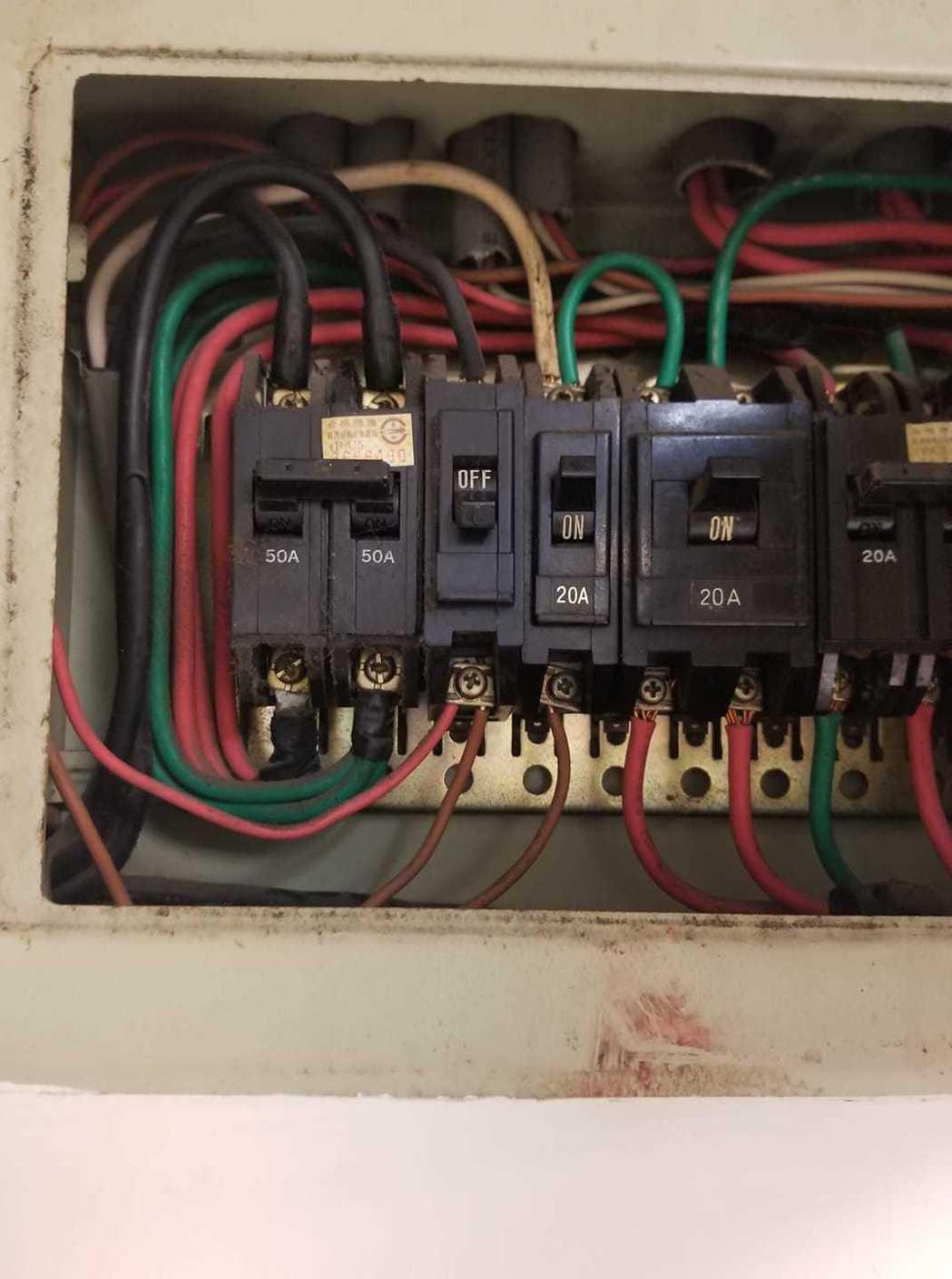 一名女網友跟室友講過有的電器使用了會讓安培數爆表,所以就會造成跳電,但是對方總屢...