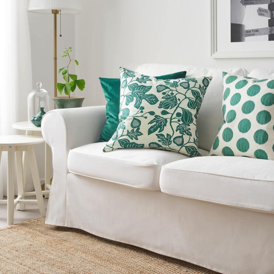 100%純棉材質製成的ALPKLÖVER靠枕套,自然植物的圖樣設計,擺在沙發或床...
