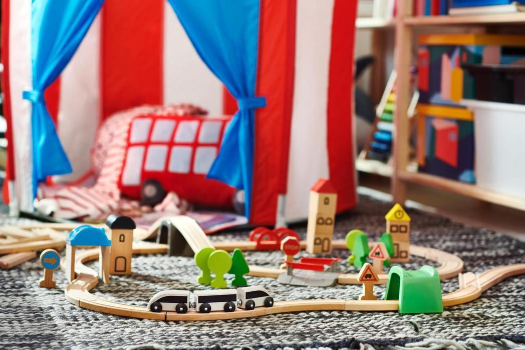 LILLABO系列玩具火車附軌道組,孩子可自由設計關卡打造專屬鐵道樂園。 IKE...