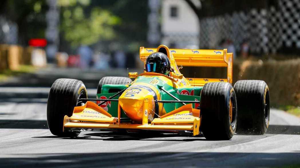就連退役的F1賽車都會來參一腳。 摘自Motor1